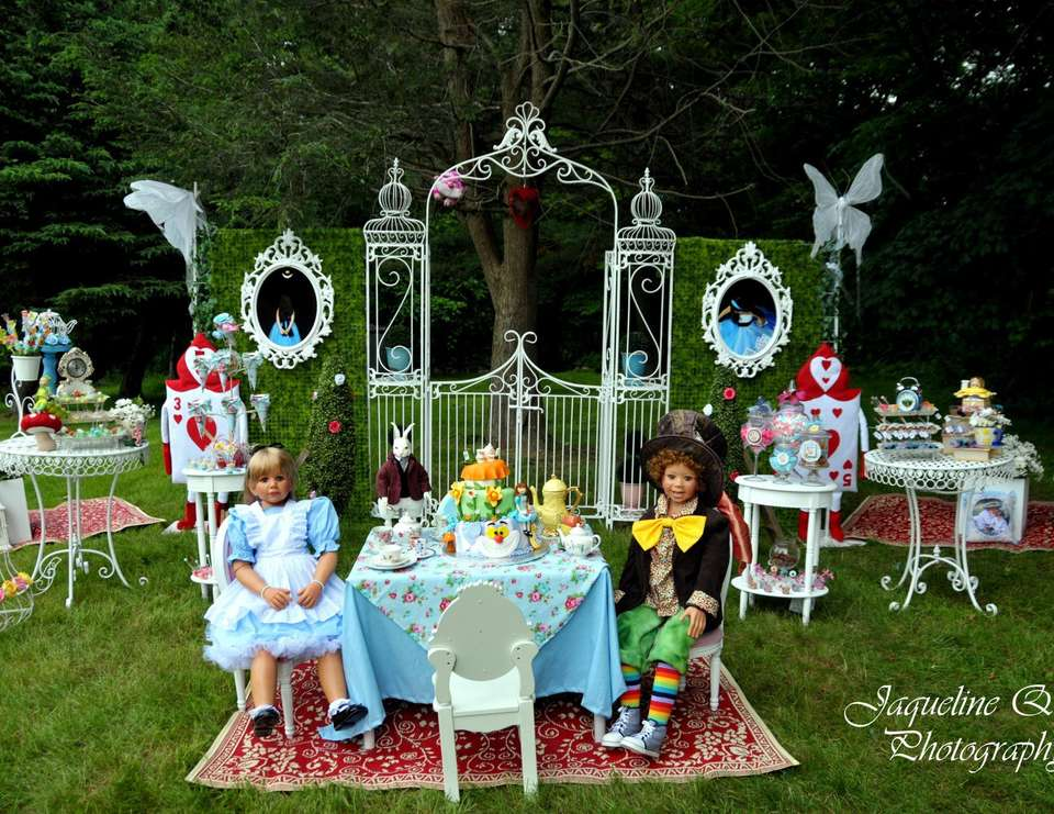 Nicole in Wonderland - Alice in Wonderland, Mad Tea Party