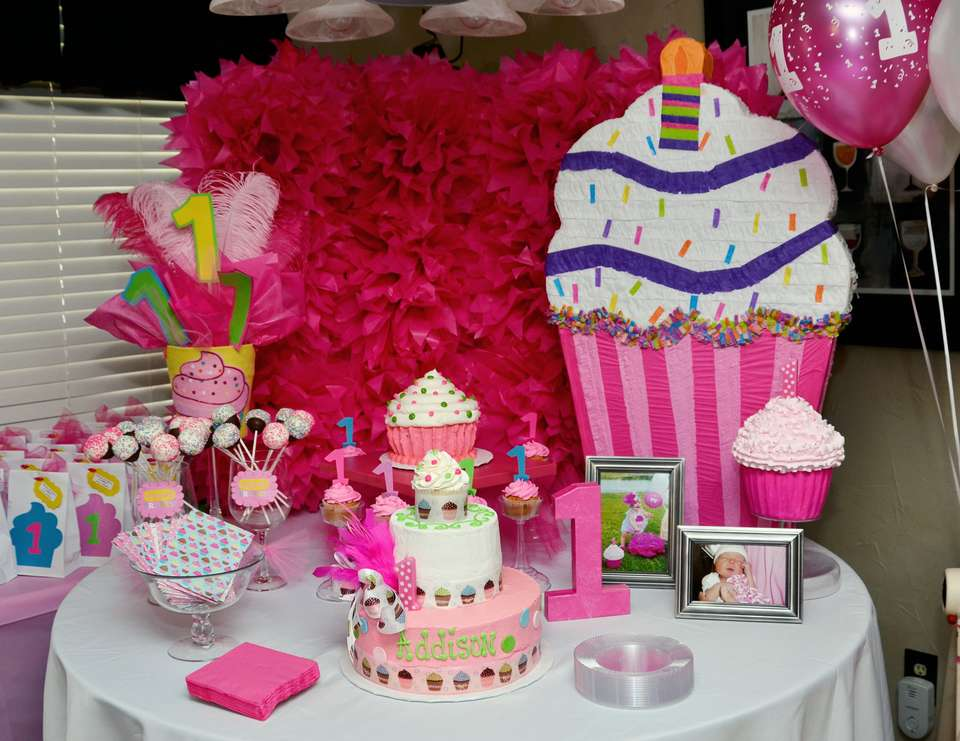 Addison's 1st Cupcake Birthday Party! - Cupcakes!