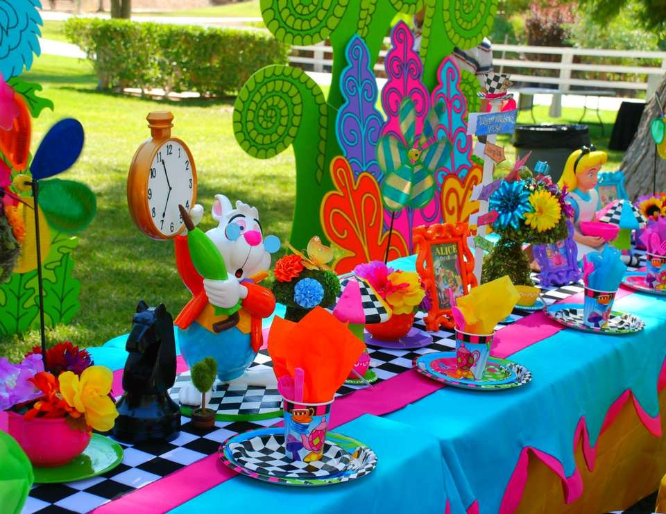 Alice in wonderland mad hatter birthday sweet 16 for Mad hatter party props
