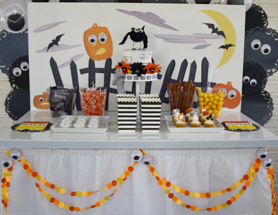 Eye Spy a Halloween Party - Halloween Treat Table