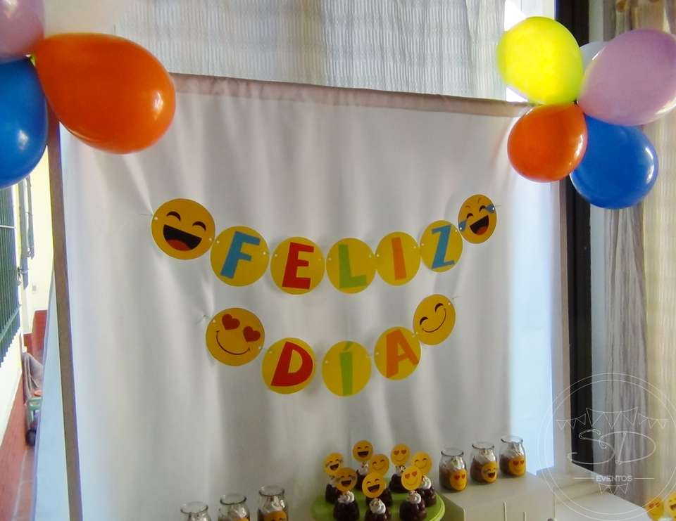 Emoji birthday party - EMOJIS