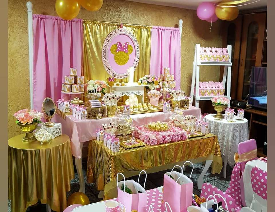 Gold Minnie birthday party - Minnie gold