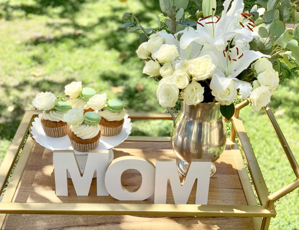 Simple Mother's Day Setting - Neutral