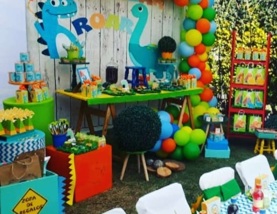 Dinosaur birthday party - dinobaby