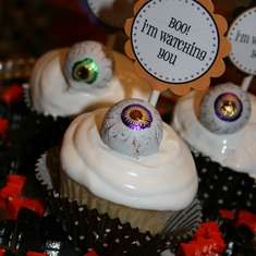 ghostly goodies - halloween tablescape