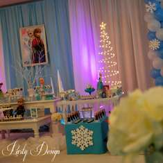 A FROZEN Party! - Disney Frozen