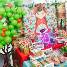 Little Red Riding Hood Birthday Party - Little Red Riding Hood/Caperucita Roja