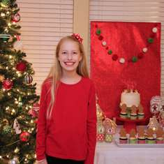 Sydney's 10th Gingerbread House PArty - Gingerbread