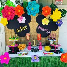 Aliah & Destiny's Hawaiian Party  -  Hawaiian Mini Mouse party