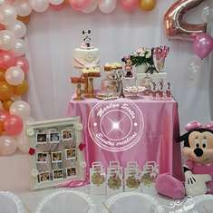 Gold Minnie Mouse birthday party - Minnie