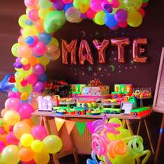 Mayte's Neon birthday party - Neon / Glow in the Dark