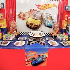 Augusto's Hot wheels birthday party - Hot wheels