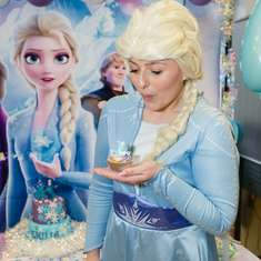 Magical Frozen Party with Elsa - Frozen (Disney)
