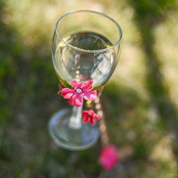 Diy-outdoor-wine-glass-holders