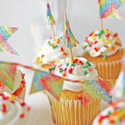 Duct-tape-cupcake-toppers-diy