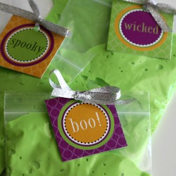 Slime-halloween-party-favors-diy