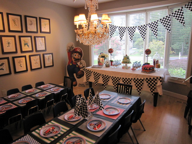 Super Mario Brothers / Birthday / Party Photo: Dining room turned Party Room!