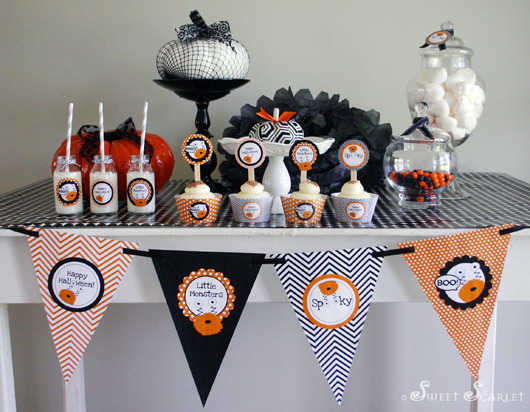 Halloween / Halloween / Featured Photo: Little Monsters Halloween Dessert Table by Sweet Scarlet Designs