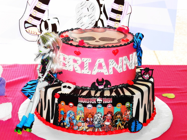 Monster High Spa Birthday Party / Birthday / Cake: