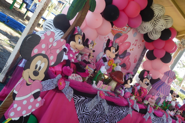 Minnie mouse and zebra print birthday party ideas photo for Animal print decoration party