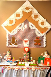 Gingy House Decorating - Holiday Crafts   Gingerbread Houses!