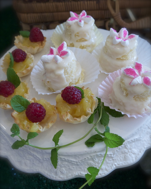 The Secret Garden / Tea Party / Cake: fairy cakes