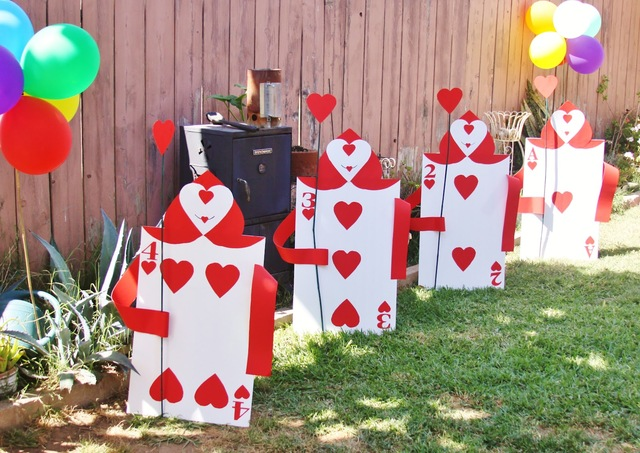 Alice in wonderland birthday party ideas photo 6 of 12 for Alice in wonderland card soldiers template