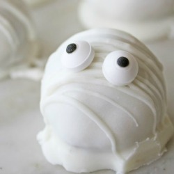 Halloween-cookie-dough-mummies-recipe