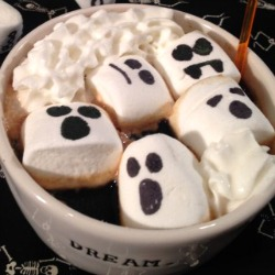 Halloween-hot-cocoa-recipe
