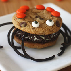 Halloween-spider-ice-cream-sandwiches
