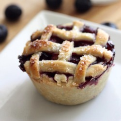 Peach-blueberry-muffin-tin-pie-recipe