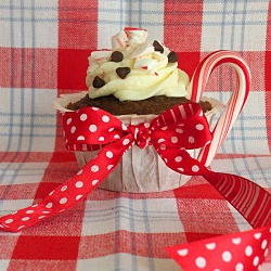 Peppermint-hot-chocolate-cupcakes