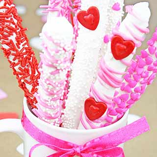 Valentines-day-chocolate-covered-pretzels-diy