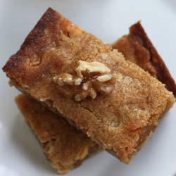 White-chocolate-maple-walnut-blondies
